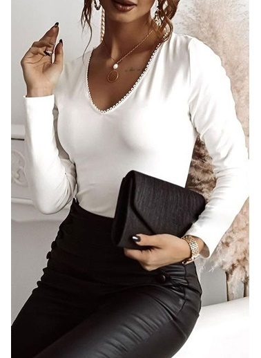 BLACK&GRACE Kadın Siyah Sırtı Üçgen Motifli Bluz Beyaz